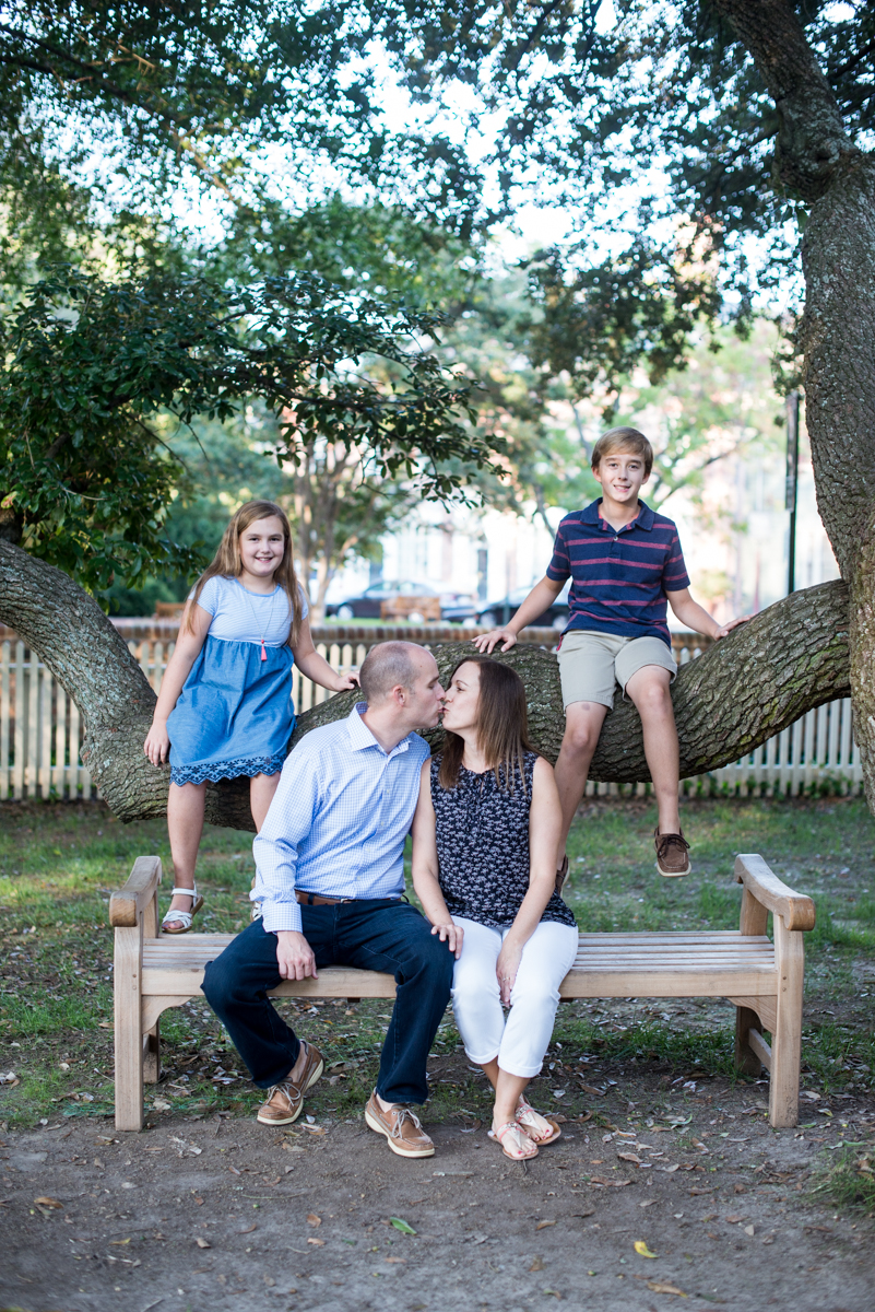 Fall Family Picture Posing Ideas