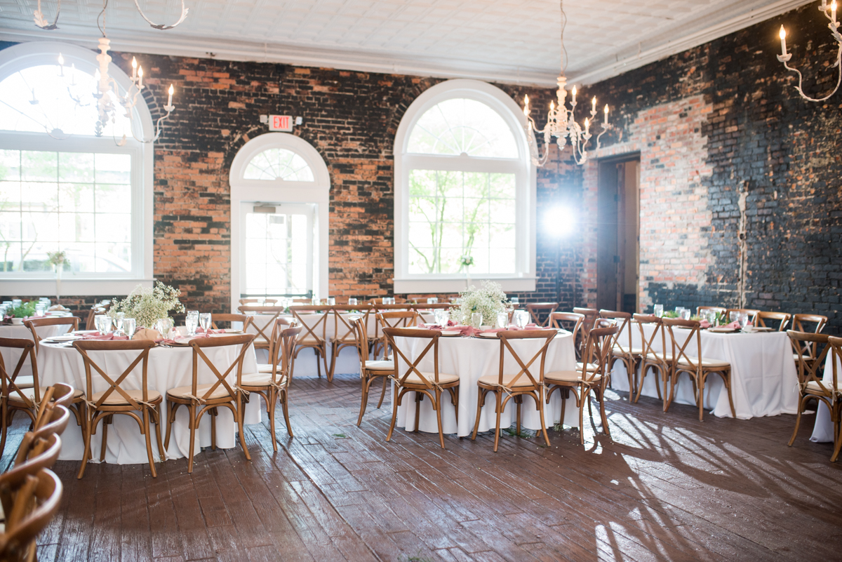 Elegant Summer Wedding in Smithfield, Virginia | Elegant winery wedding reception