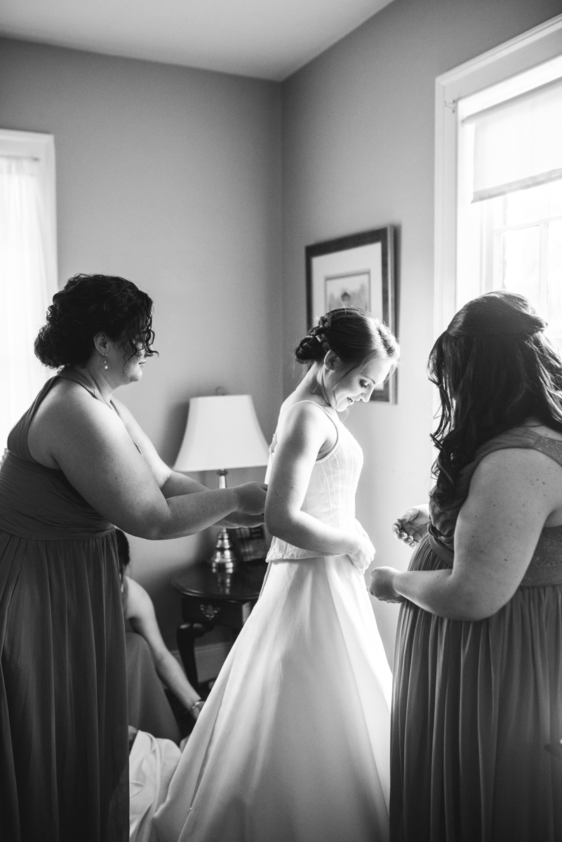 Intimate Summer Micro Wedding | Bride getting ready
