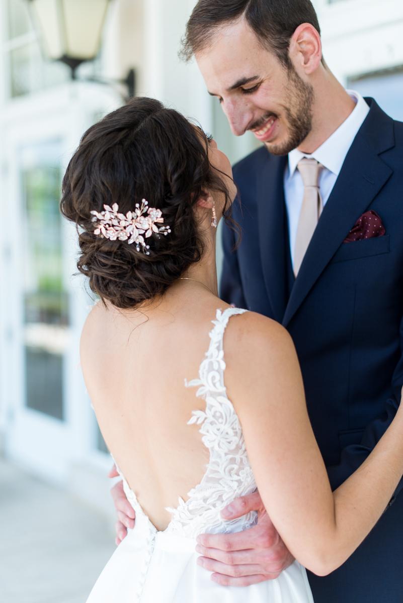 Jewish Summer Wedding in Williamsburg | Bride with rose gold flower comb