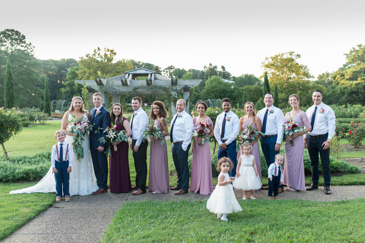 Bright Fall DIY Wedding |  Bright Fall DIY Wedding | Large bridal party pictures