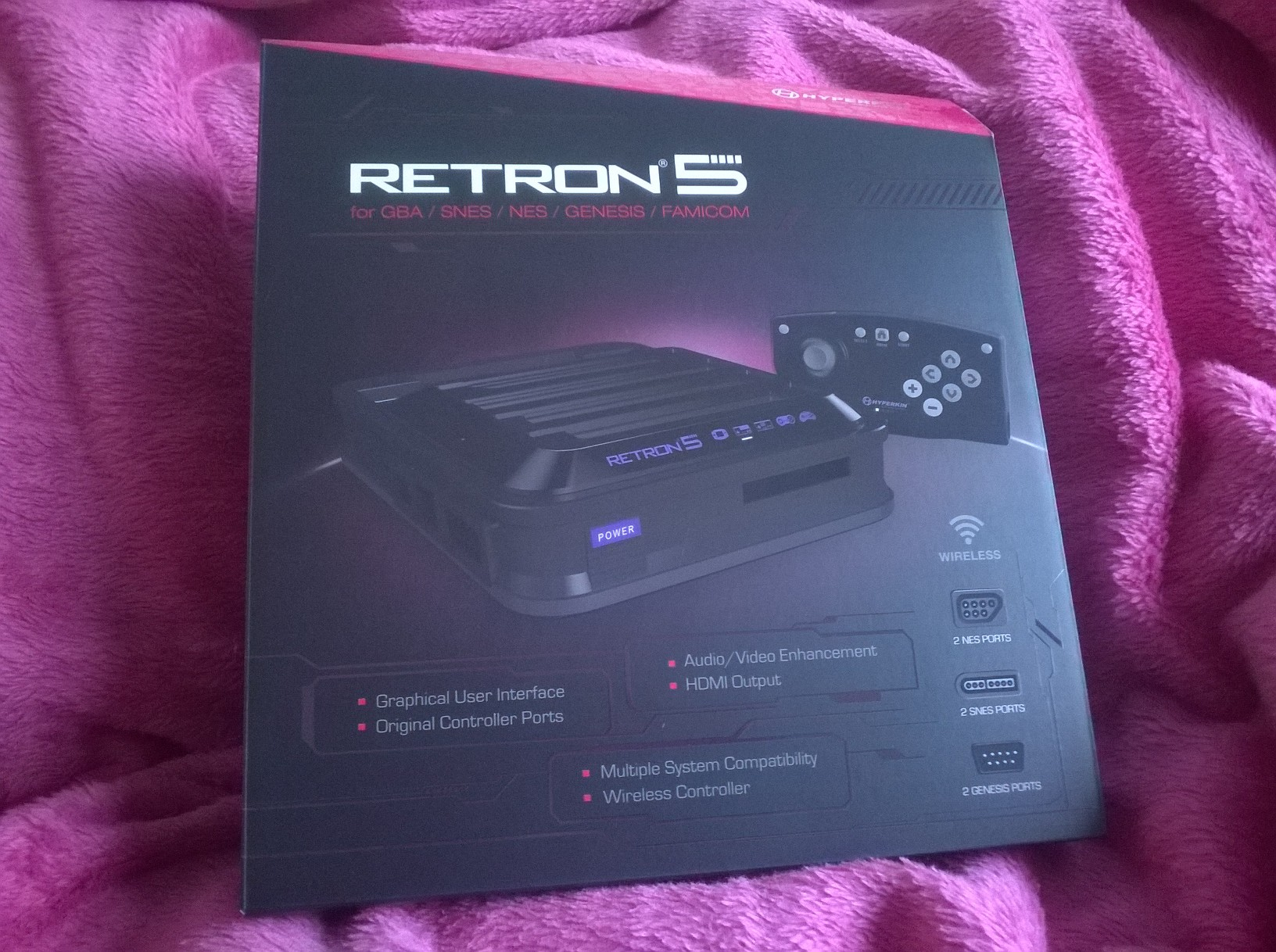 The Retron5 comes in a very cool looking box