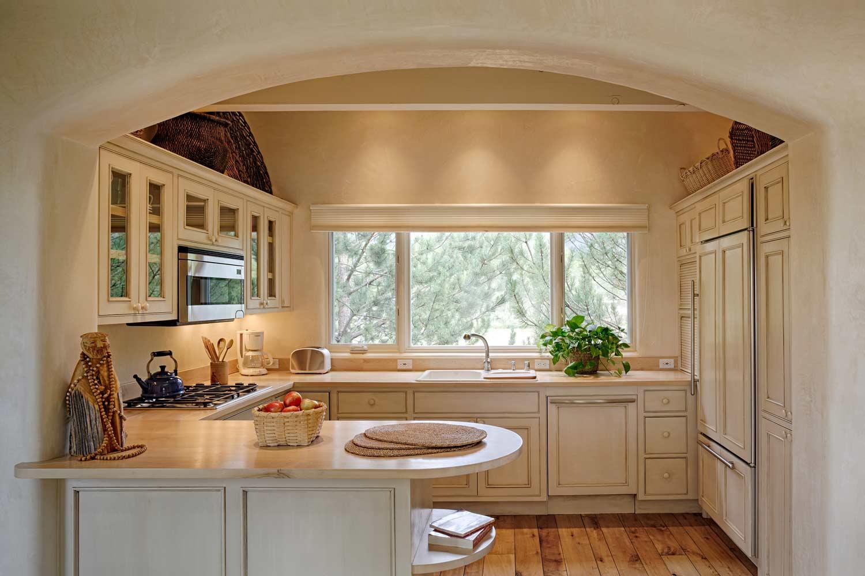 guest-house-kitchen-1.jpg