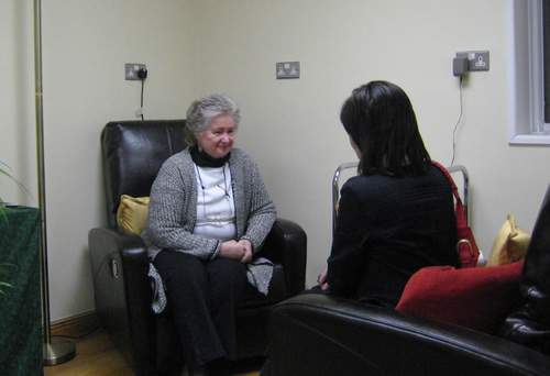 Dr Helena Schlindwein welcoming a client to a psychotherapy session