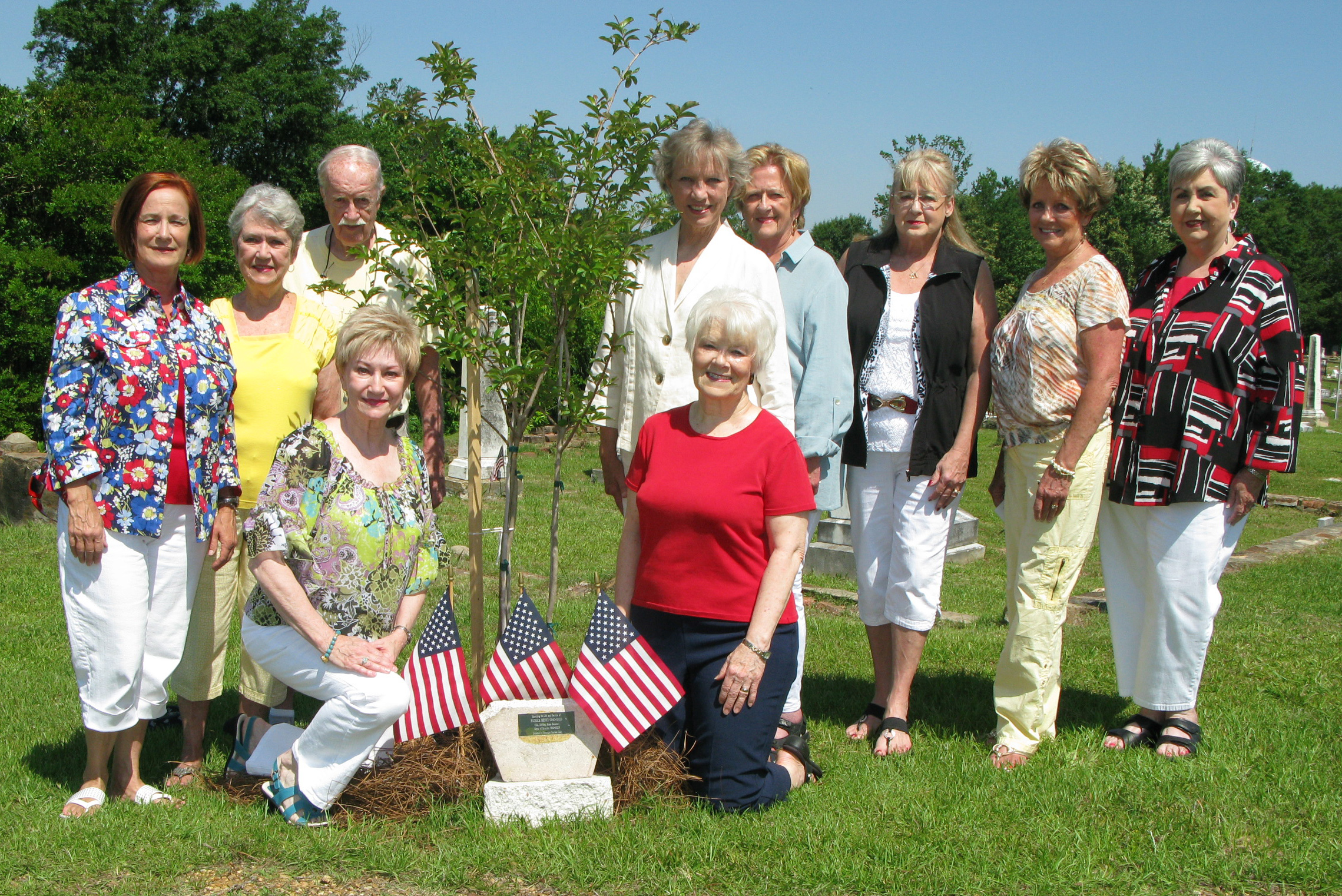 BRANDON GARDEN CLUB PLANTSMEMORIALTREE   Brandon Garden Club (BGC), The Garden Clubs of Mississippi, Inc., planted atreeand placed a plaque in Old Brandon Cemetery honoring the life, work, and service of Major Patrick Henry. Major Henry served as mayor of Brandon from 1916 until his death in 1930 at the age of 87. Thememorialservice was conducted by Karen Crowe, BGCMemorialTreeChairman. Pictured at the dedication, front: Charla Jordan, BGC President, and Karen Crowe, BGC  Memorial    Tree  Chairman. Standing (l to r): Lynn Mahoney, Carol Atkinson, Wayne Atkinson, Joan Alliston, Rosemary Morrow, Lynda Farmer, Marion McKee, and Jane Huddleston.