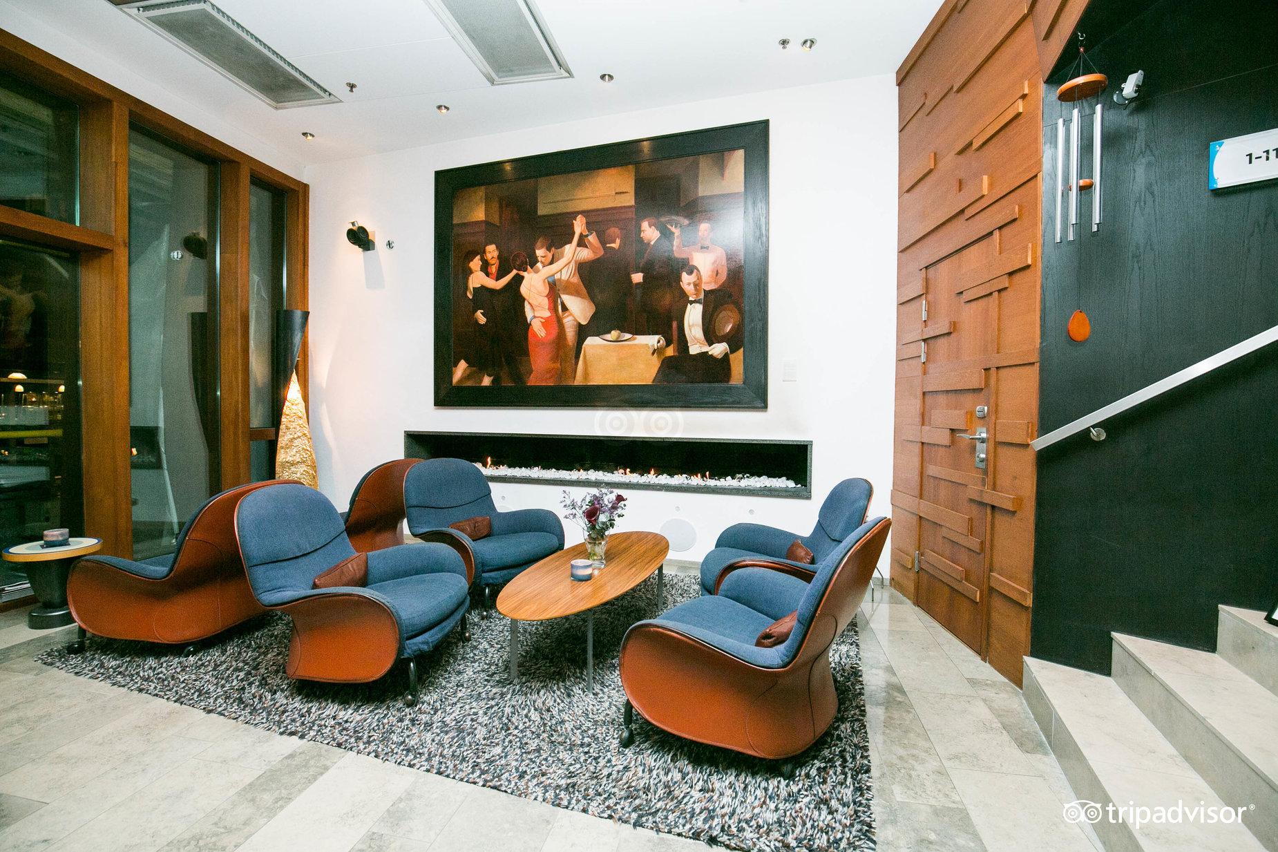 lobby--v6098332.jpg