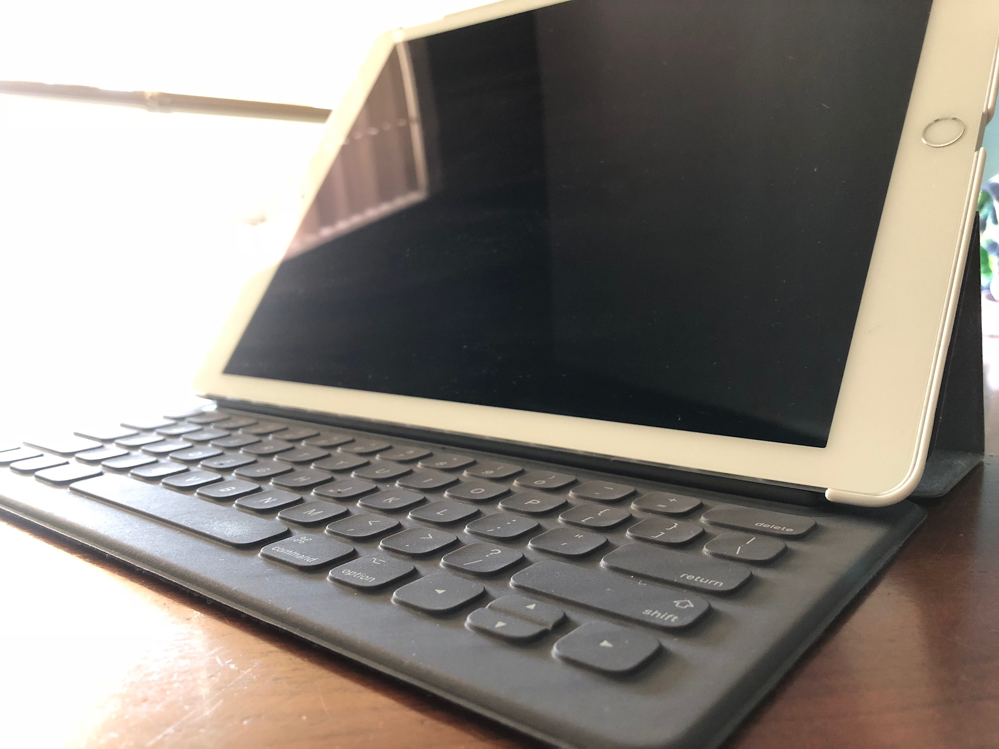 "iPad Pro Keyboard ""This accessory is not supported by this device"".JPG"