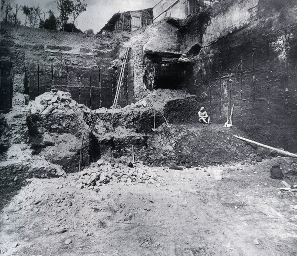 [The Bronze statue  Boxer at Rest  at time of discovery in 1885 on the south slope of the Quirinal Hill in Rome.] - Caption,  ibid . Click on the image to read the Met exhibit summary.