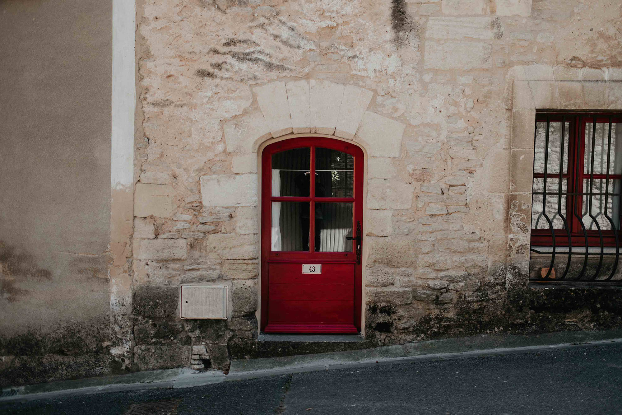 goult provence france city door photo