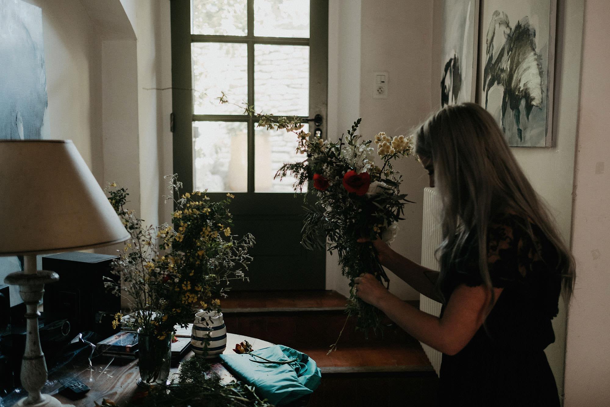 goult provence france elopement bouquet flowers photo