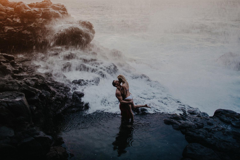 intimate wedding adventure session elopement photographer kauai hawaii destination queens bath sunset couple photo