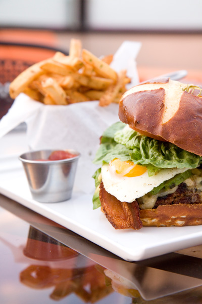 Estate Ultra Bar - Estate Burger 2.jpg