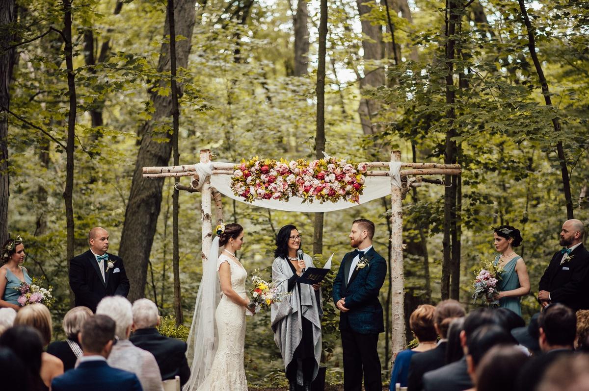 outdoor Toronto wedding in nature