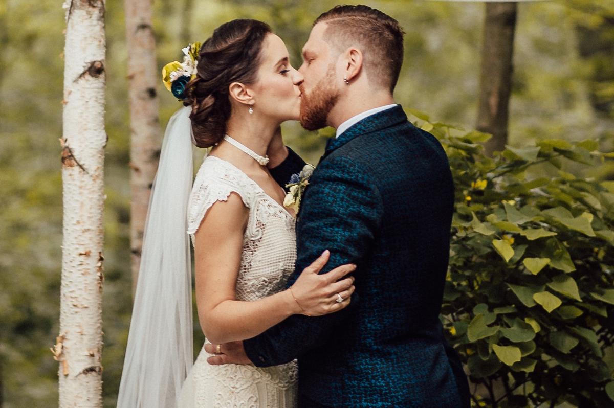 Toronto wedding kiss