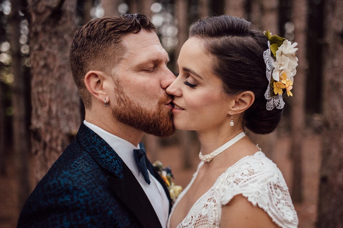 Emotive Toronto wedding photos