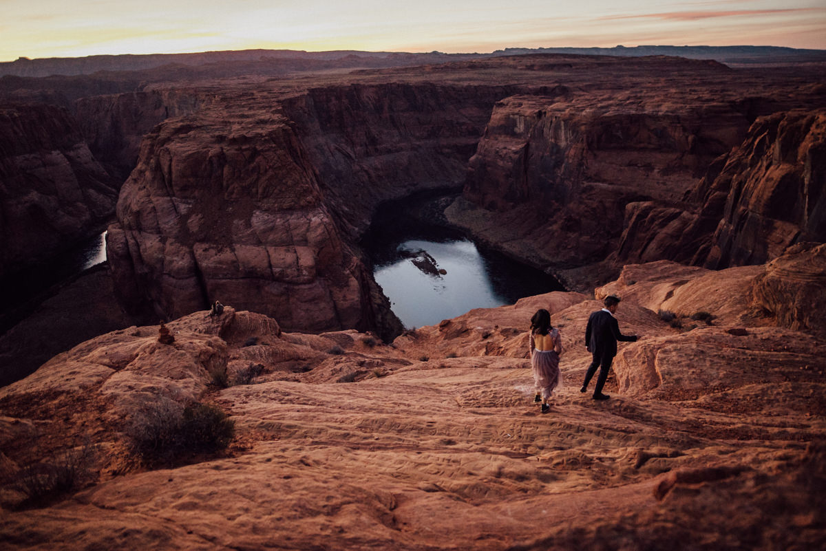 Free spirited Horseshoe bend couple photos