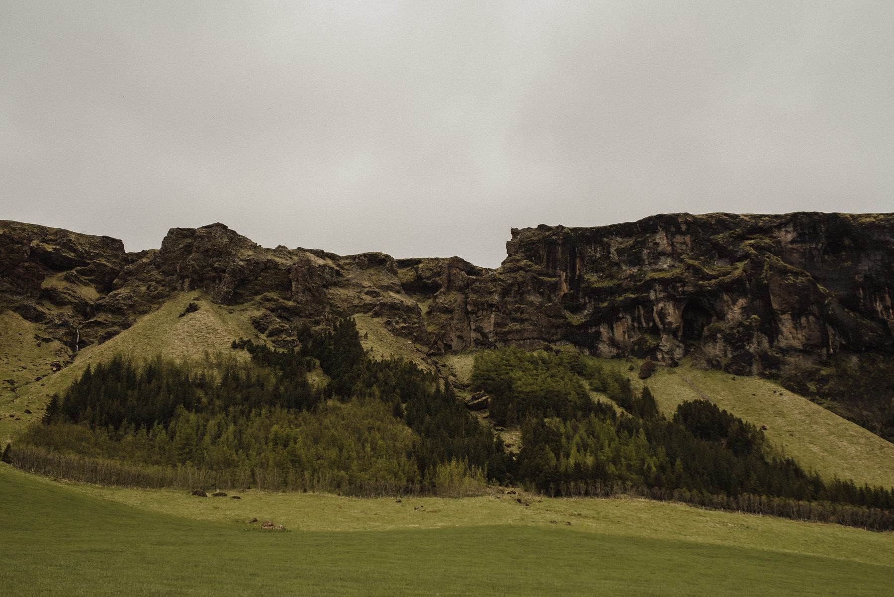 creative Iceland wedding photographer