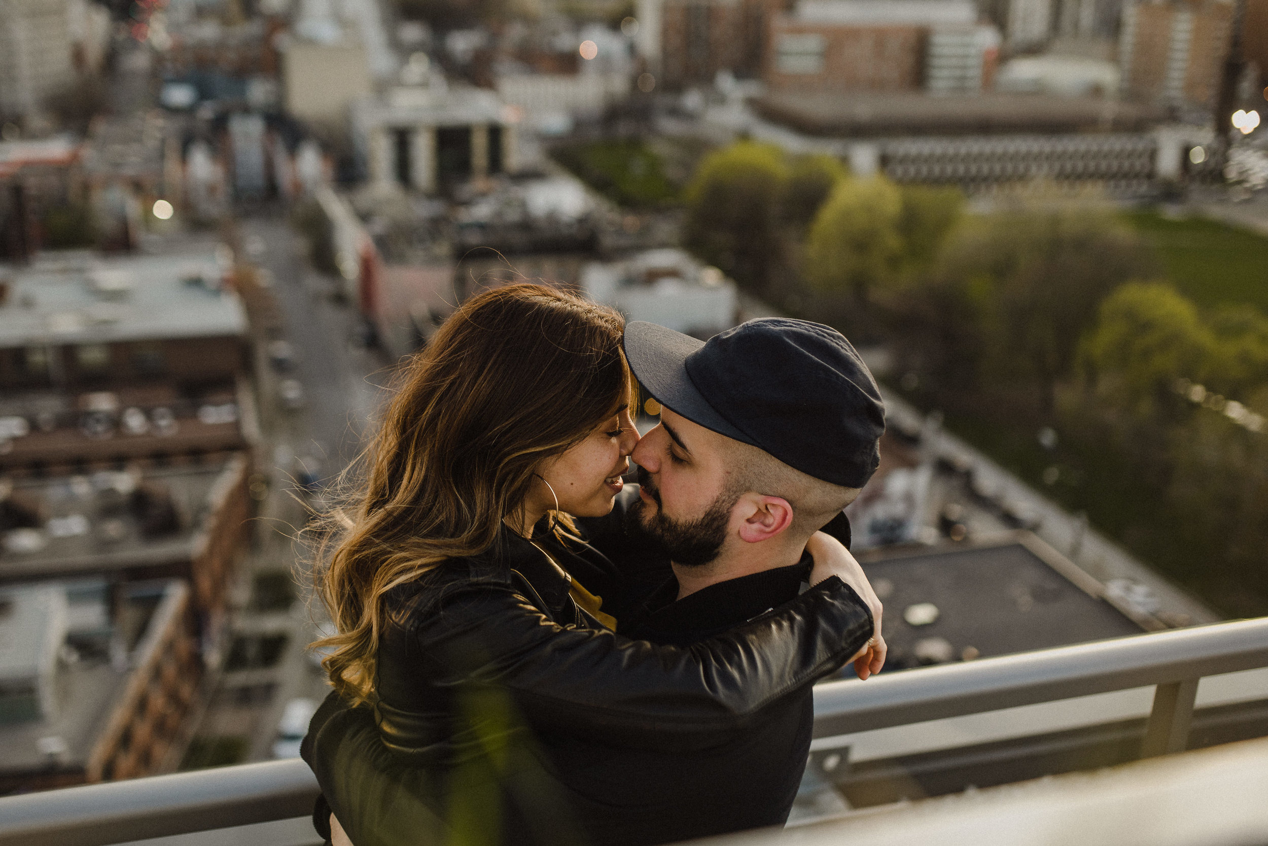 cool toronto engagement photos