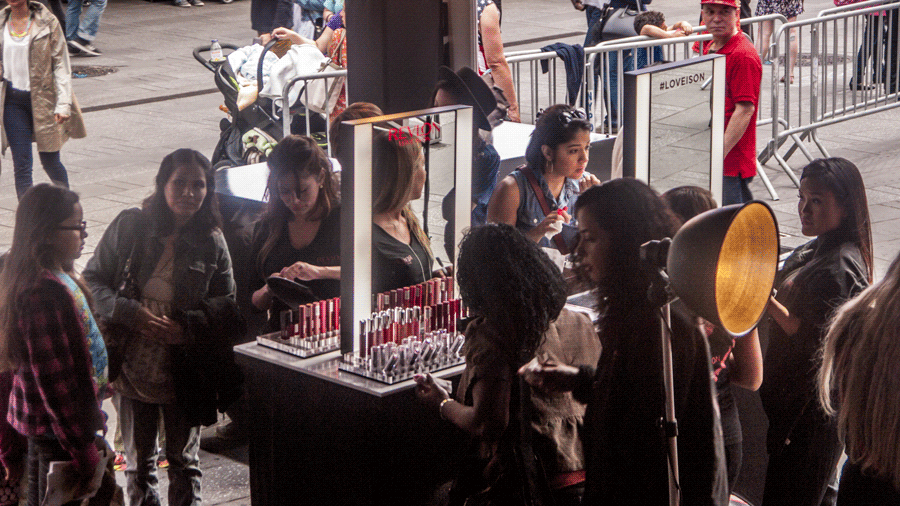 MOB_Revlon-(30)booths4.png