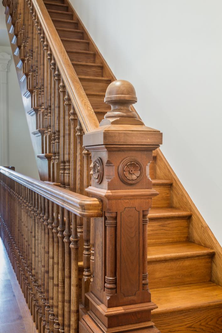 BK_GreeneAve_437_Staged (23)_stair.png