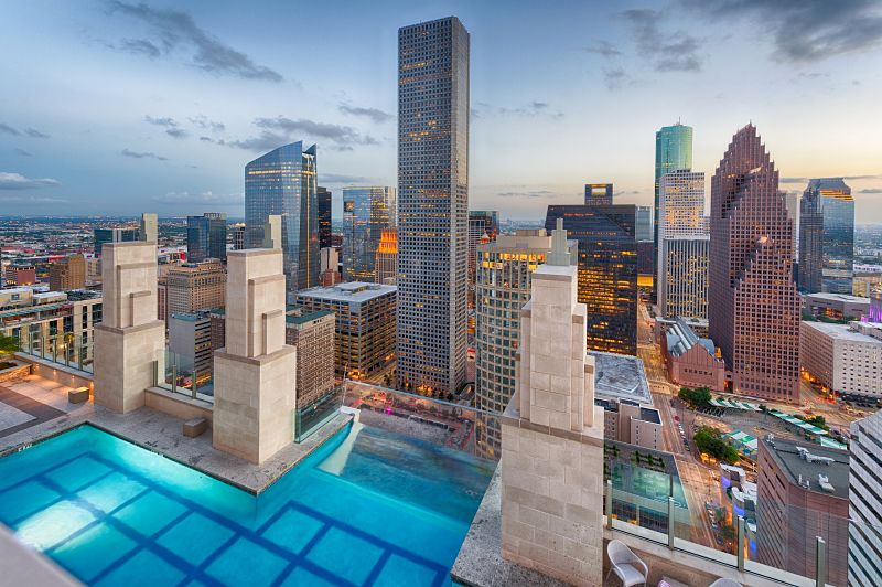 Market-Square-Tower-Boasts-42nd-Floor-Glass-Infinity-Pool.jpg