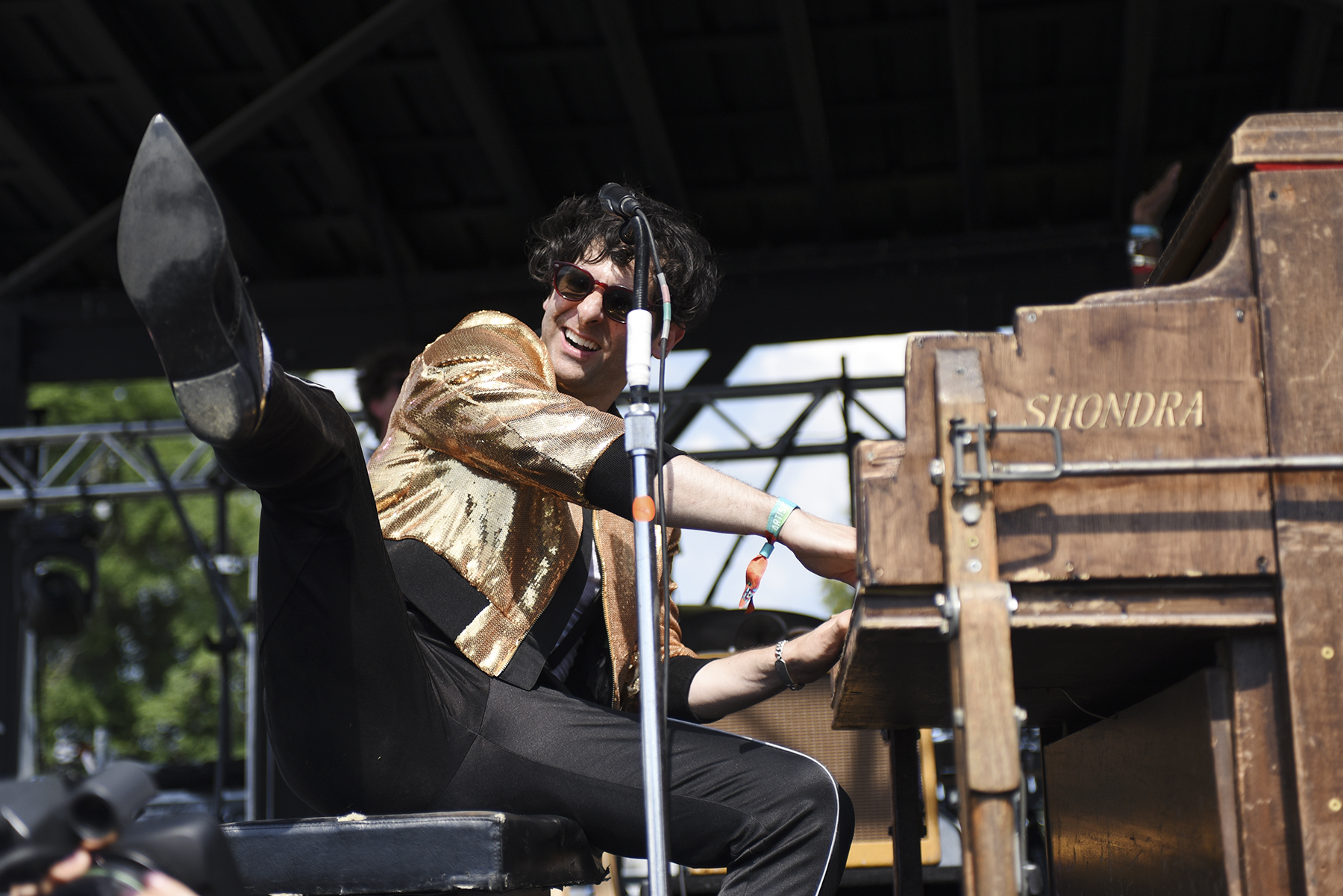 Low Cut Connie_004.jpg