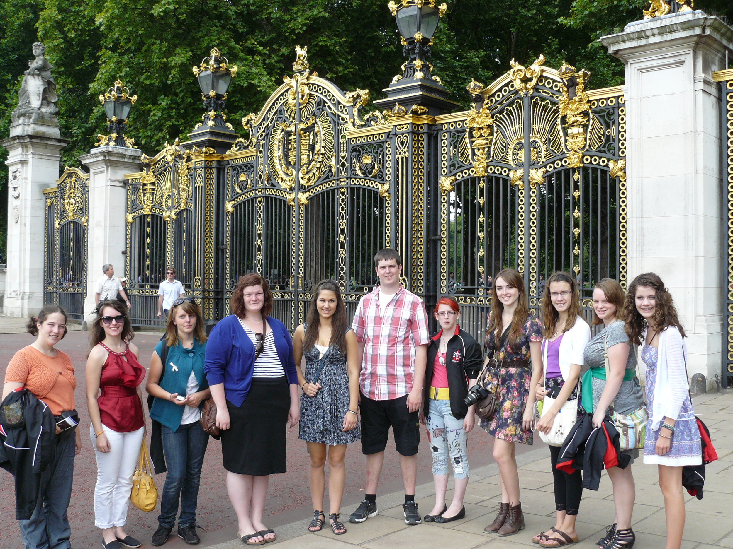 The choir in front of the Canada Gates by Buckingham Palace.
