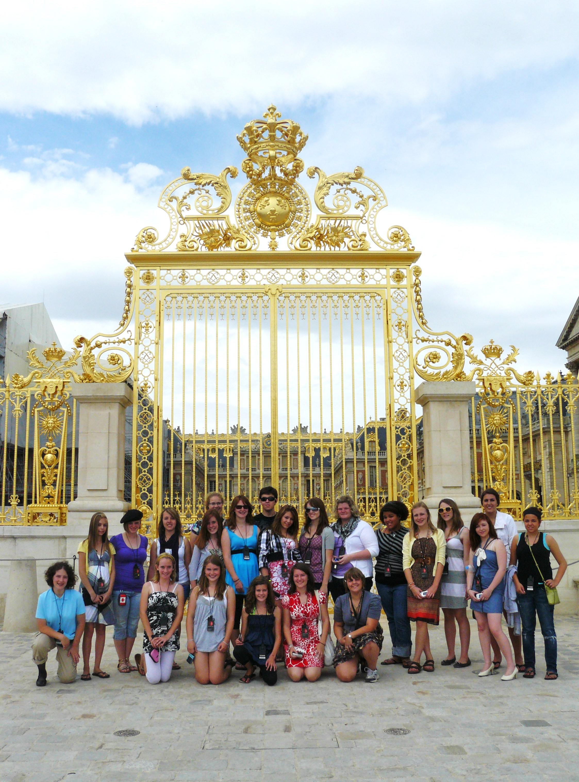The choir in front of the golden gate at the Palace of Versailles.