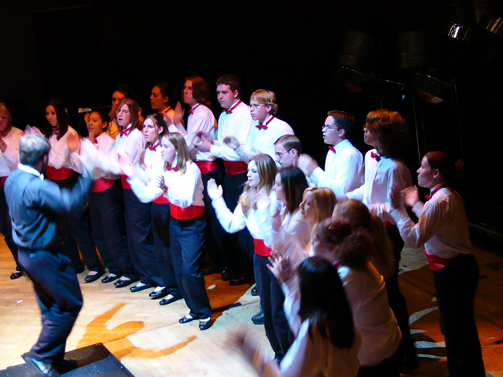 Our final performance at the festival for an audience of over 1200 people. The choir was fantastic!