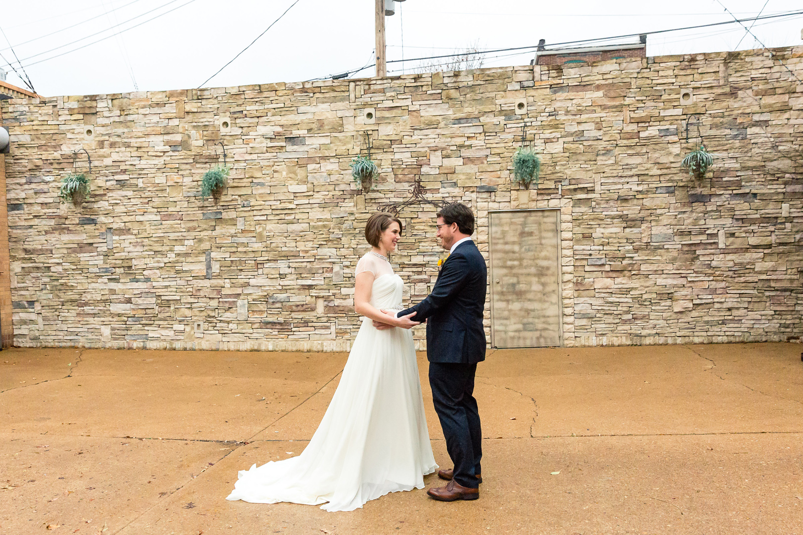 Oldani Photography-St Louis-Wedding Photos-wedding photographer-First Look-Mad Art Gallery_20141122_14365404.jpg
