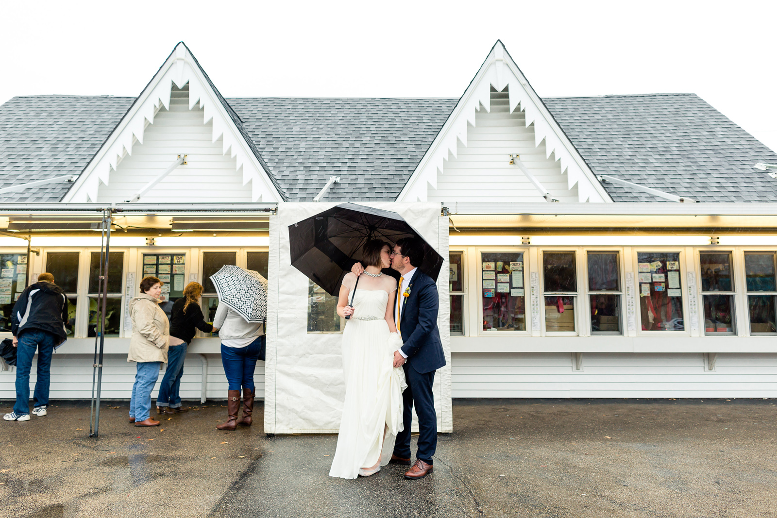 Oldani Photography-St Louis-Wedding Photos-wedding photographer-Ted Drewes_20141122_15182321.jpg