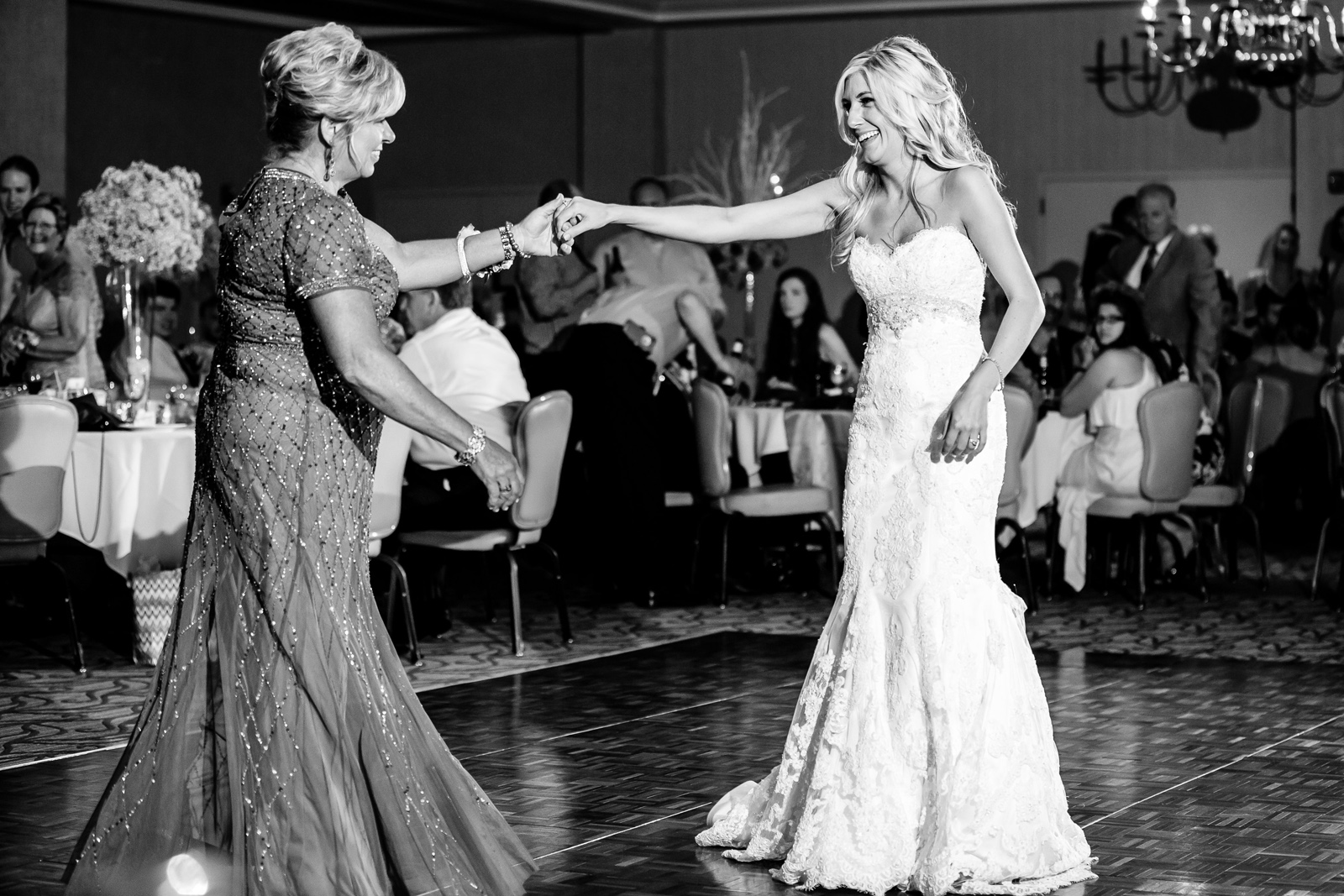 St. Clair Country Club Wedding Reception Photos with St. Louis Wedding Photographers by Oldani Photography 35.jpg