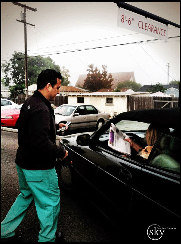 PHOTO: Dr. Yoo sells a newspaper to a woman at Starbucks, all for a good cause!