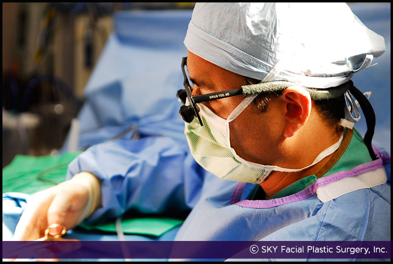Dr. Yoo performing cosmetic surgery in San Diego, California.