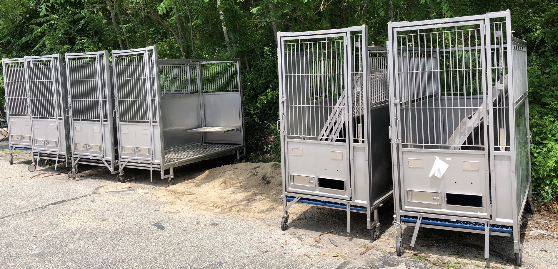 PRICE DROP !! 10 - Lab Products Modular Kennels – Mobile