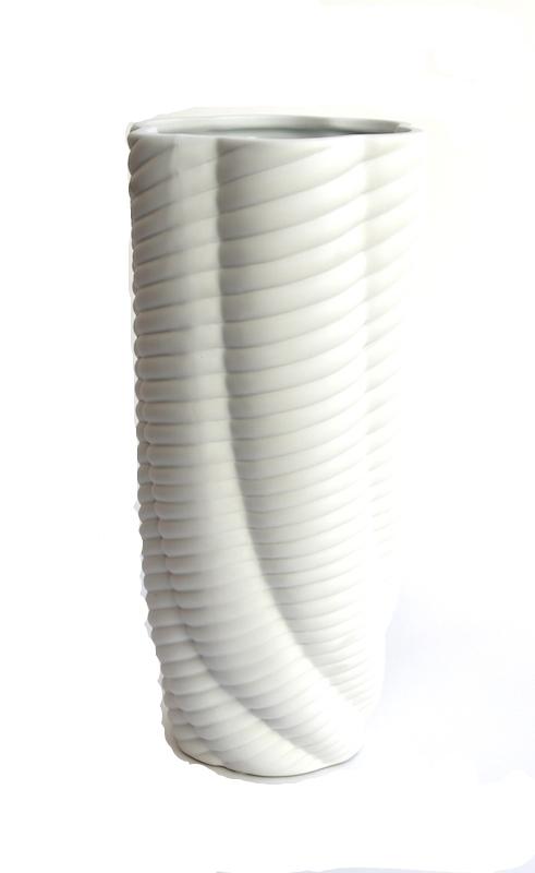 Porcelain Ripple Vase   7dx15h   BUPRPV