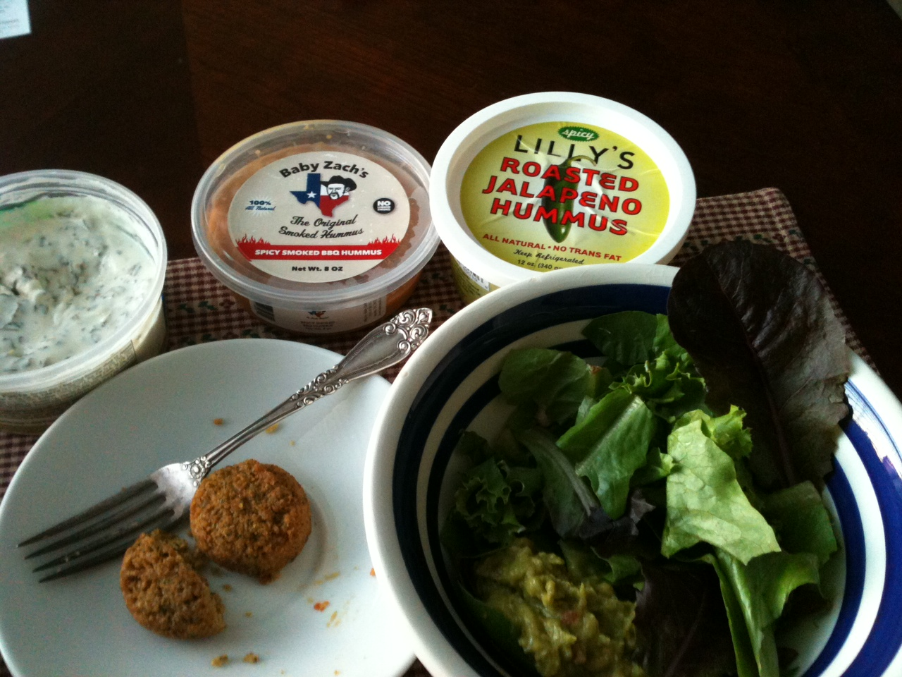 This is sooo Texas - Spicy Smoked BBQ & Roasted Jalapeño Hummus (my dinner!!) YUM :D !