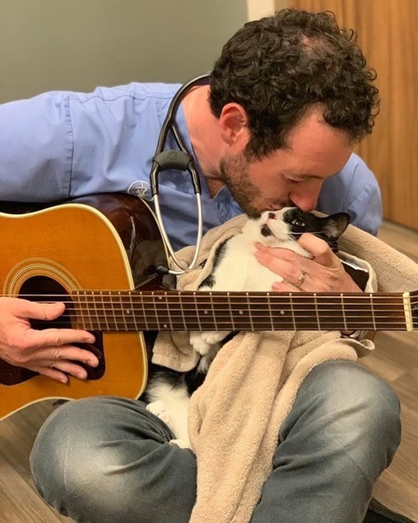 Exciting update! Doctor Noah from Dr. Noah's Ark Veterinary Clinic will be joining us to provide soothing music for our Save the Strays cruise! If you don't already know, Dr. Noah is a local vet extraordinaire (who heroically saved one of our very own kitties) who shares his love of all pets, funny stories and thoughts on his Facebook page. He also has been known to bewitch anxious fur babies with his impromptu serenades on their visits to his office (he is even working on an album!). Don't miss your chance to give back to our local strays, enjoy our beautiful lake and take in the latest songs from Dr. Noah. . . . . . . @savethestraysmilw #savethestrays #rescuedog #weloveourveterinarians #rescuefosteradopt #boatdog #donation #dogood #caninecruise #milwaukee #mke #greatlakes #midwest #midwestisbest #vistaking #dogsonboats #lendahelpingpaw @dr_noahs_ark