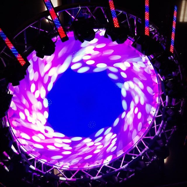 Our awesome new (light) bounce available with circular truss ➕ Moving Yokes ➕ Black Lights ➕ LED Strips ⚪️🔴🔵🔴⚪️