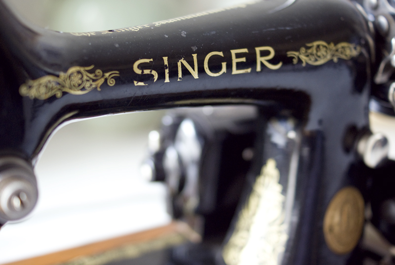 VintageSinger1.jpg
