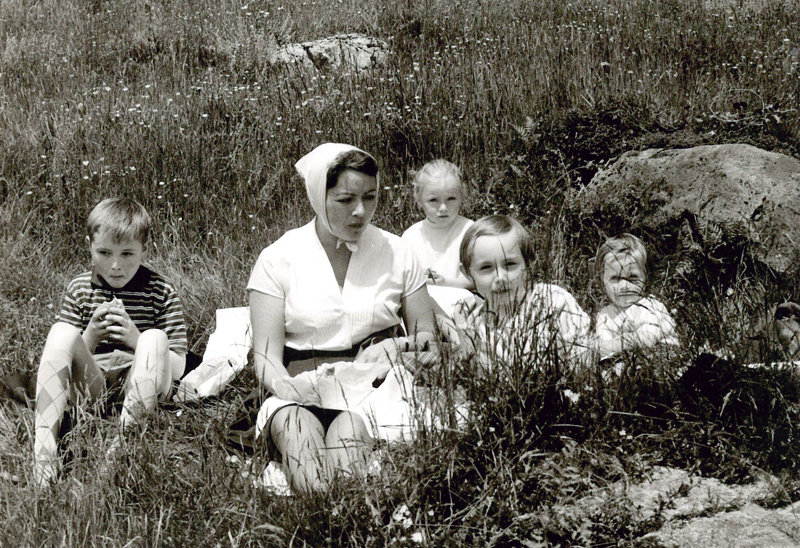 my dad with his mother and sisters (I'm guessing this was taken around 1958?)