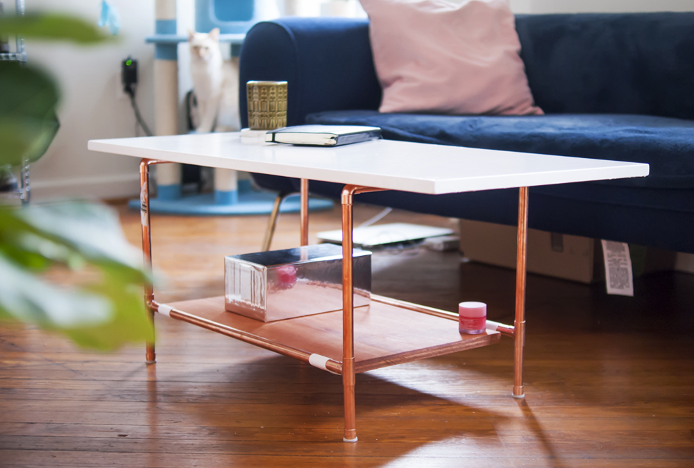 DIY Copper Pipe Coffee Table - easy to make! #copperpipeDIY #furnitureDIY #coffeetable #copperpipetable #copperpipefurniture
