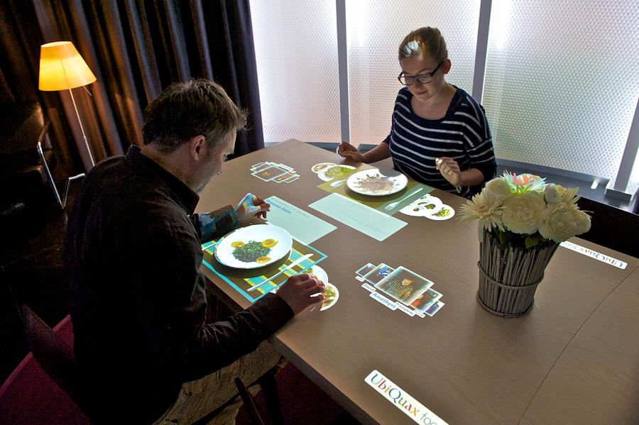 Mit Gesten gesteuerter Tisch im Museum für Kommunikation, Bern