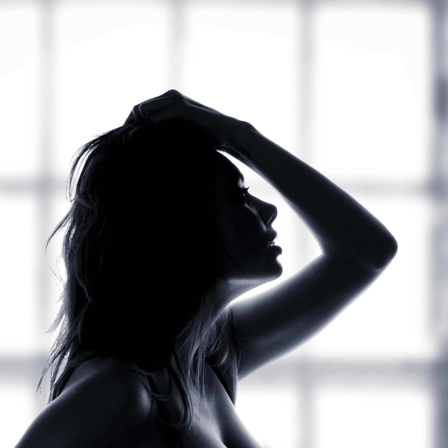 012942368 beautiful female body black li.jpg