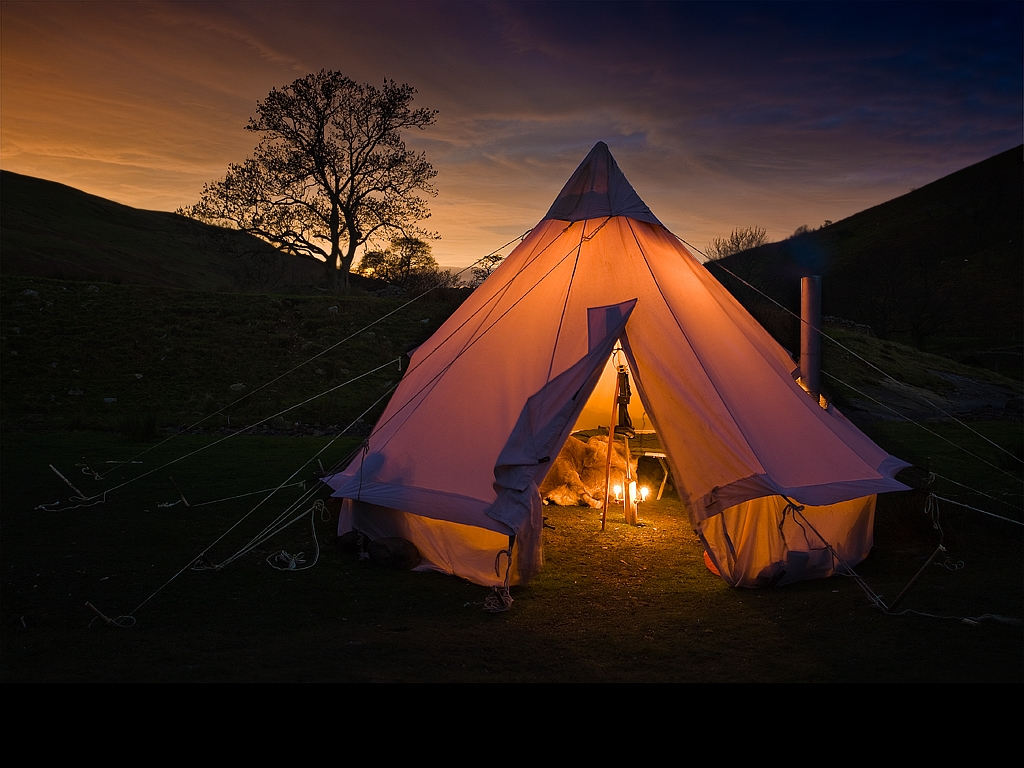 night-tent-yoga-holidays.jpg