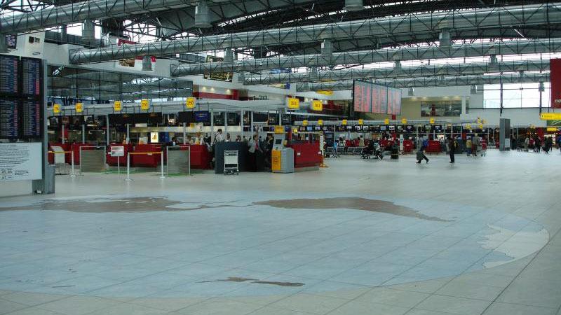 prague-airport-3.jpg