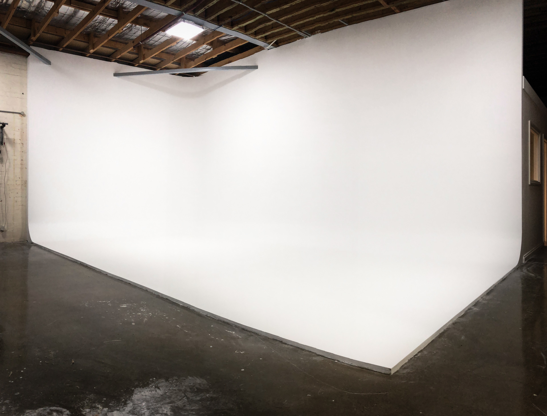 White cyclorama studio Brunswick East, Melbourne