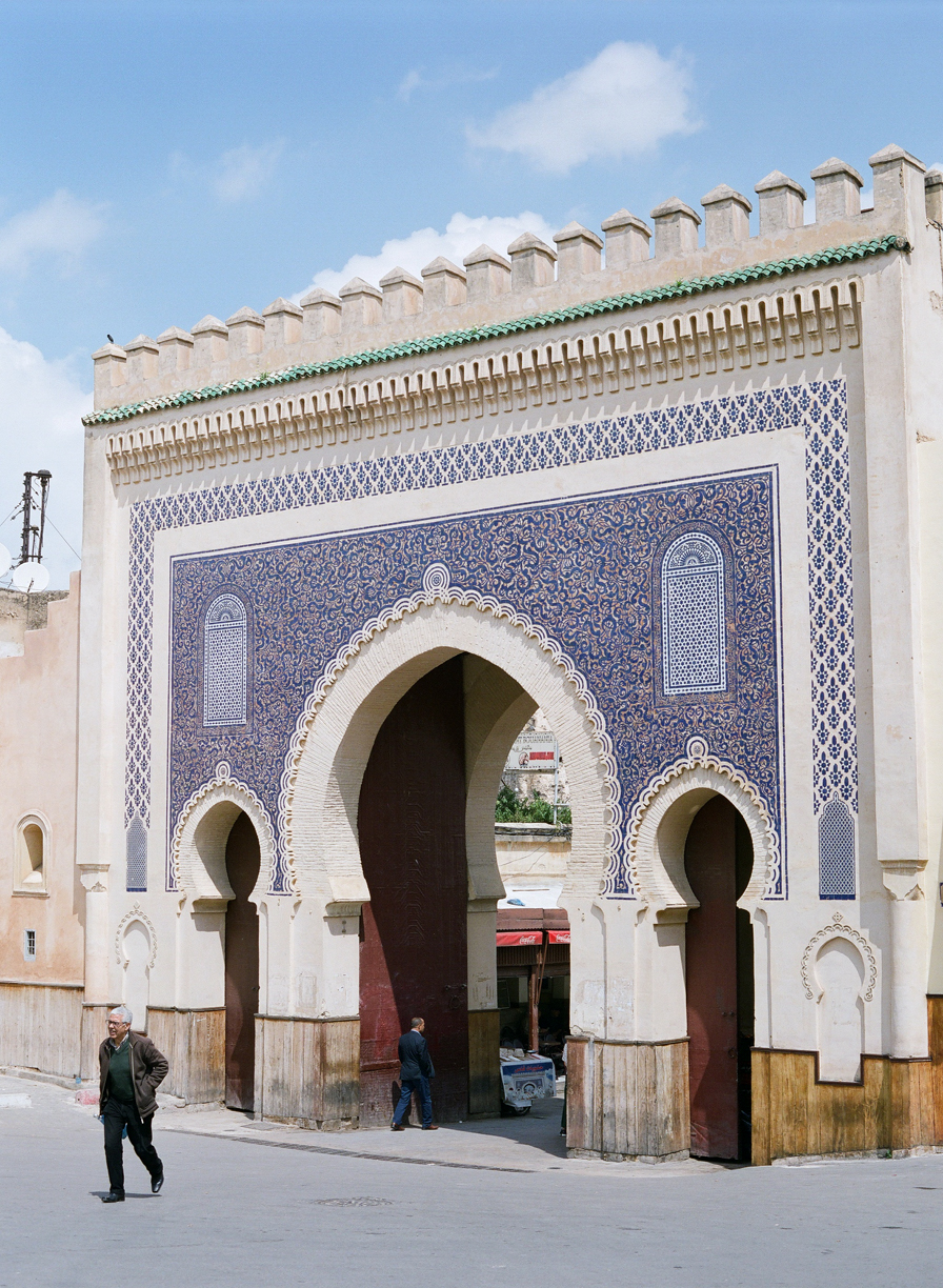 2 men walking in and out of bab bou jeloud gate_fez medina_web.jpg