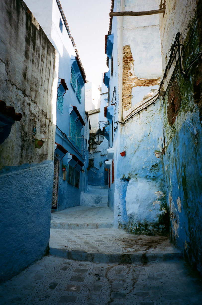Blue Alleyway in Medina in Chef_Point and Shoot Portra 400_web.jpg