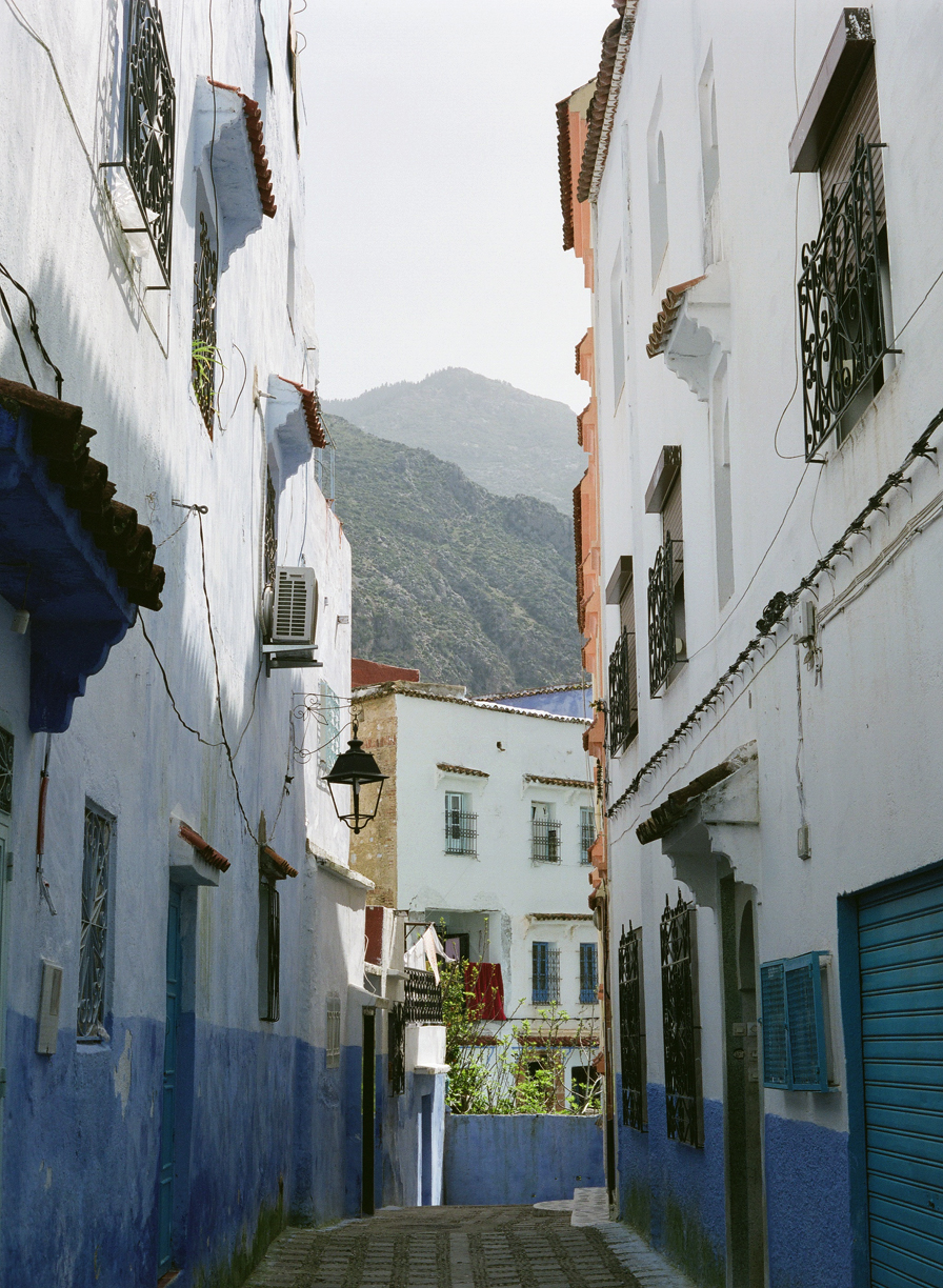 Chefchaouen Alleyway with Rif Mountains_web.jpg